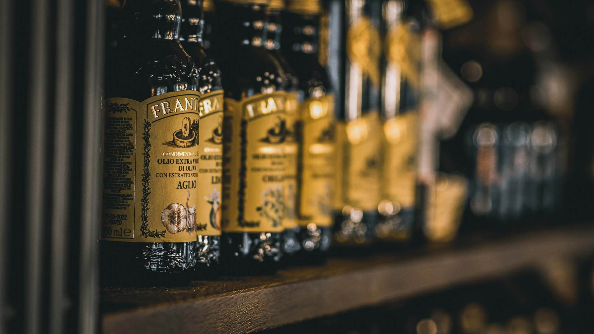 Fidelio Balingen Regal mit hochwertigem Olivenöl